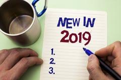 在2019年文字笔记显示新 陈列新时代最新的年期间季节年鉴以后的现代的企业照片写由M 库存照片