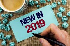 在2019年文字笔记显示新 陈列新时代最新的年期间季节年鉴以后的现代的企业照片写由M 图库摄影