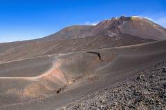在2002年爆发创造的Etna火山口看法 库存图片