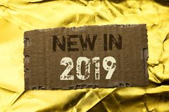 在2019年词文字文本新 新在泪花写的时代最新的年期间季节年鉴以后的现代的企业概念Cardb 免版税库存照片