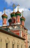 在1702年,在1690-1694圣Sergius Radonezhsky餐厅教会建造和再修改的 图库摄影