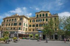 在`广场Anco马尔齐奥`的一个大厦, Ostia大广场概要  图库摄影