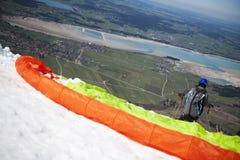 在离开倾斜前的风筝飞行物 库存图片