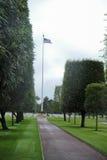 在攻击开始日纪念cemetry的美国旗子 图库摄影