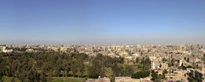 在2005年开罗都市风景从吉萨棉,埃及金字塔  库存照片