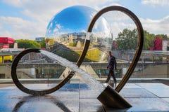 在援引des科学的反万有引力雕塑和de在Parc de la Villette,巴黎,法国的l Industrie 库存图片
