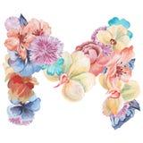 在水彩花,被隔绝手拉在白色背景,婚姻的设计上写字,英语字母表M  库存图片