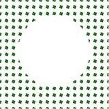 在水彩绿色四叶三叶草背景的白色圈子 圣帕特里克天模板贺卡 手画例证 图库摄影