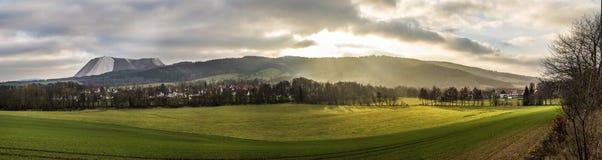 在巴德夫兰肯豪森附近的风景风景Kiffhaeuser登上的 免版税库存照片