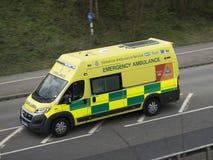 在紧急呼叫的救护车 免版税库存图片