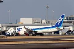 在紧急787登陆的波音 免版税图库摄影