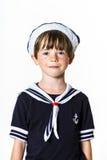 在水手服打扮的逗人喜爱的小男孩 库存照片