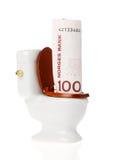 在洗手间下的挪威金钱 免版税库存照片