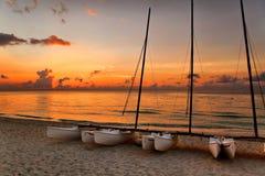 在巴拉德罗角的海滩的筏在日落 库存照片