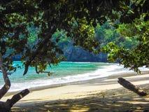 在巴拉望岛的海边 免版税库存图片