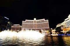 在贝拉焦旅馆和赌博娱乐场的喷泉展示 库存照片