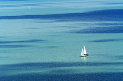 在巴拉顿湖的帆船 免版税库存图片