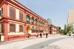 在轻拍Seac的老葡萄牙大厦在澳门摆正 免版税库存照片