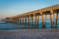 在巴拿马城海滩,日出的佛罗里达的Peir 免版税图库摄影