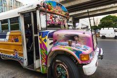 在巴拿马城街道的红魔公共汽车  免版税图库摄影