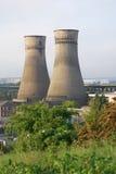 在廷斯利谢菲尔德的发电站冷却塔 免版税库存照片