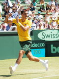 在戴维斯杯期间的伯纳德・托米奇选拔反对从美国的杰克・索克在Kooyong草地网球运动俱乐部 库存图片