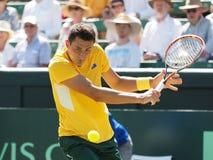 在戴维斯杯期间的澳大利亚网球员伯纳德・托米奇反手选拔反对从美国的杰克・索克 免版税库存照片