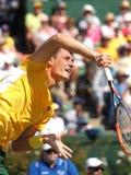 在戴维斯杯期间的澳大利亚网球员伯纳德・托米奇选拔反对从美国的约翰・伊斯内尔 免版税库存图片