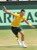 在戴维斯杯期间的网球员伯纳德・托米奇选拔反对在戴维斯杯期间的伯纳德・托米奇选拔美国的杰克SockTennis球员 库存照片