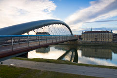 在维斯瓦河日出时间的,克拉科夫,波兰的桥梁 库存图片