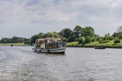 在维斯瓦河的船 免版税库存图片