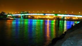 在水族馆的彩虹桥30秒长的曝光 免版税库存图片