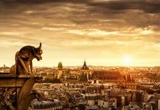 在巴黎日落的,法国的面貌古怪的人 免版税库存照片