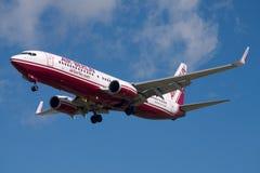 在更旧的色彩设计的柏林航空波音737 库存图片