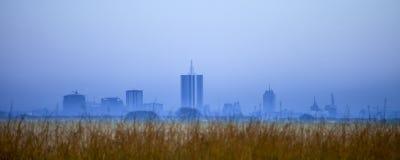 在黎明前的内罗毕地平线 免版税库存照片