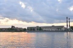 在黎明前的10月堤防 免版税库存图片