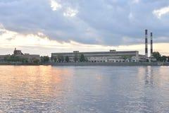 在黎明前的10月堤防 图库摄影