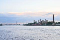 在黎明前的10月堤防 免版税库存照片