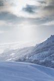 在黎明太阳的美丽的雪山 免版税图库摄影