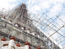 在黎明寺寺庙,曼谷,泰国的著名历史的佛教stupa 免版税库存图片