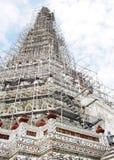 在黎明寺寺庙,曼谷,泰国的著名历史的佛教stupa 免版税图库摄影
