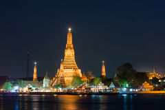 在黎明寺的曼谷夜生活, 库存图片