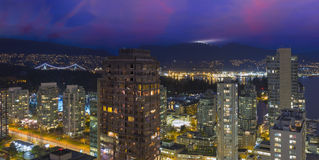 在黄昏全景的BC温哥华都市风景 免版税库存照片