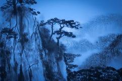 在黄昏的中国山 向量例证