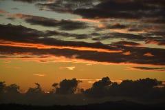 在黄昏的云彩形成 库存图片