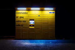 在黄昏的亚马逊衣物柜 库存照片