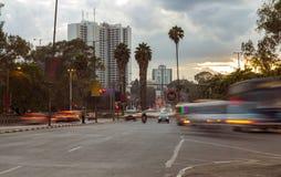 在黄昏的内罗毕交通 免版税库存照片