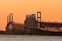 在黄昏的切塞皮克湾桥梁 库存图片