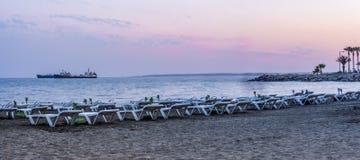 在黄昏的利马索尔海滩 库存图片