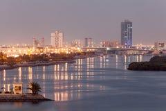 在黄昏的哈伊马角小河,阿拉伯联合酋长国 免版税库存图片